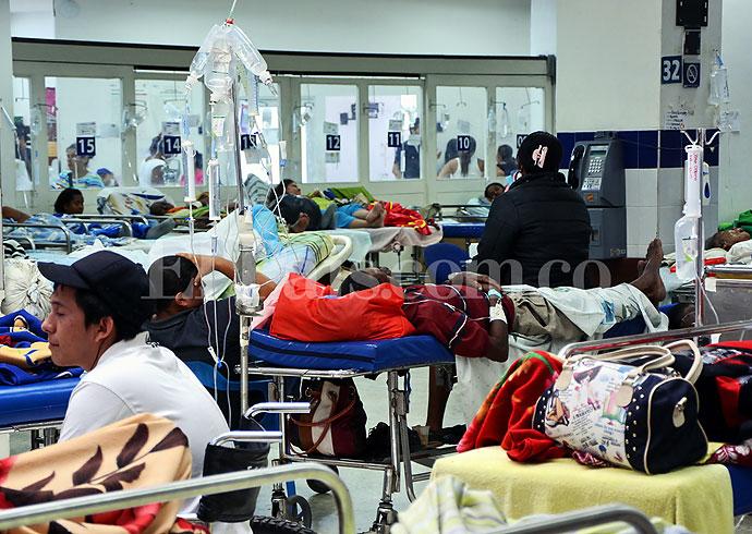 Congestión en el servicio de urgencias en el Hospital Universitario del Valle. Foto El País