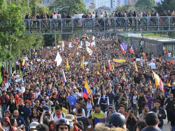 Superemos las inconsecuencias que le facilitan al régimen burlar el gran movimiento popular en marcha
